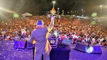 Carnabalada atrai milhares de pessoas pra shows na Via Lago em Araguaína